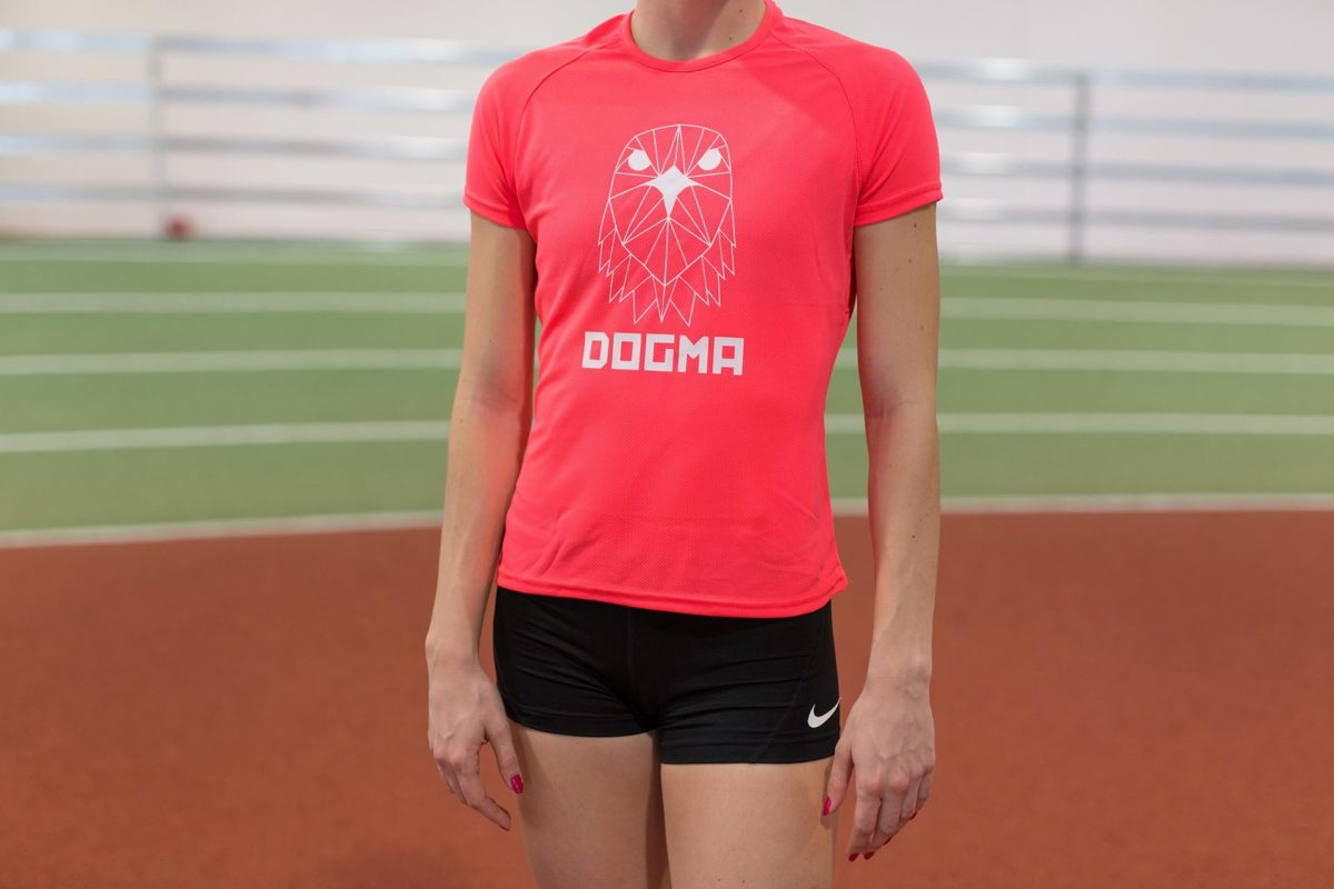 A close up picture wearing Dogma Falcon run t-shirt in salmon.