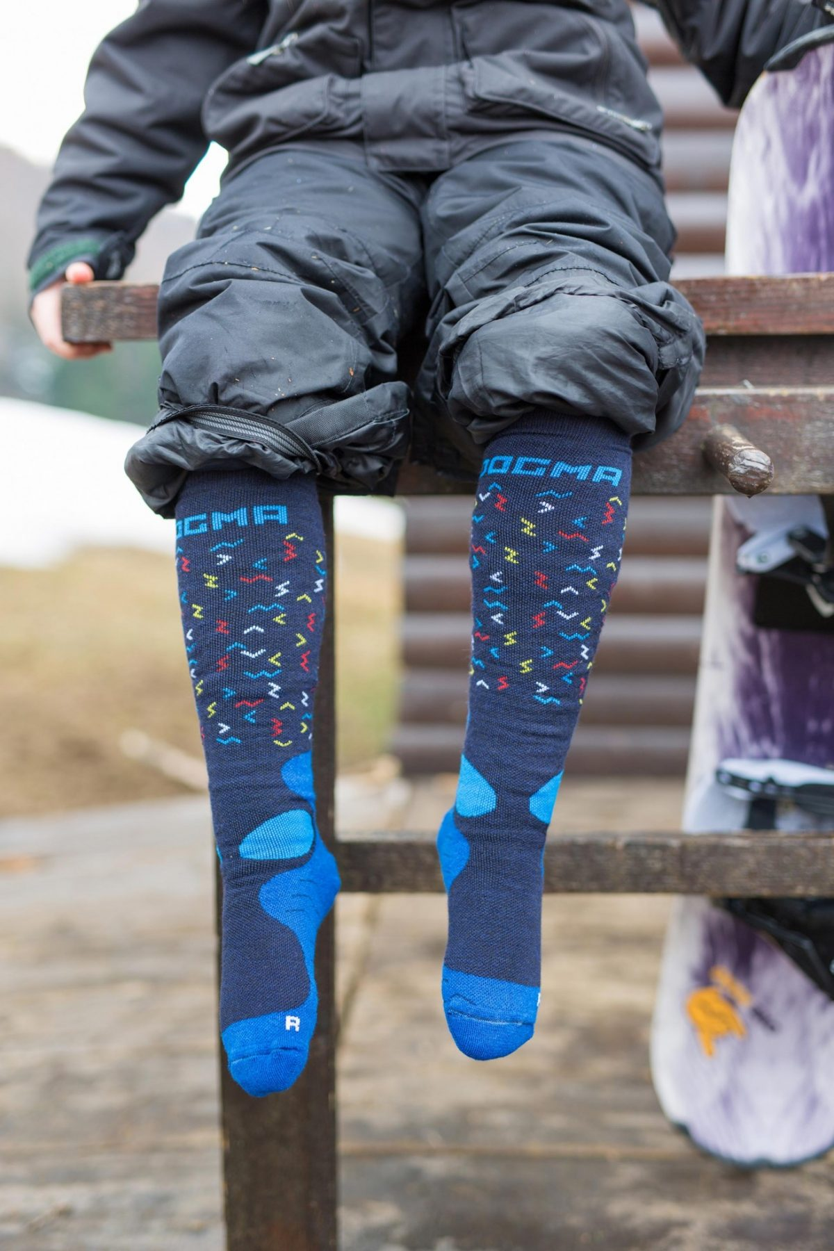 This picture is showing dogma snow fox junior socks for boys with worms design in blue