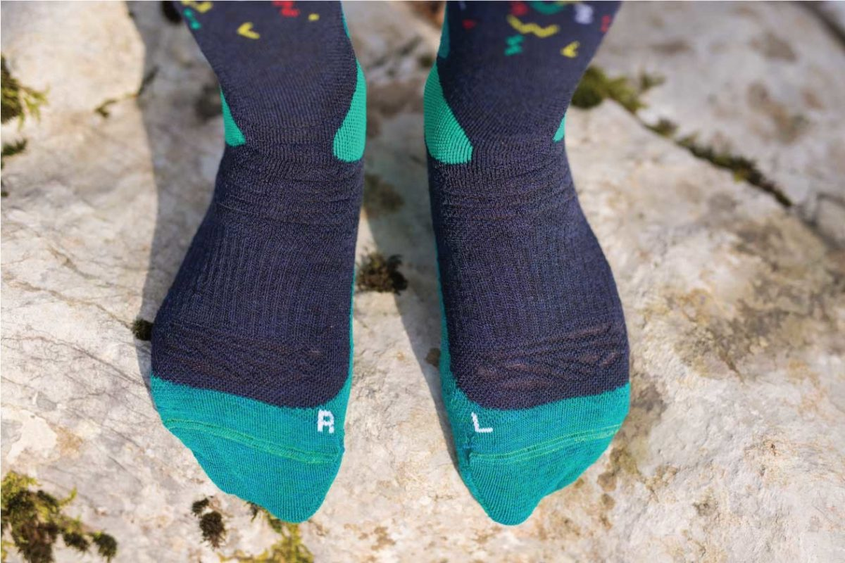 Dogmasocks snow snow fox worms blue winter socks for men. Picture is showing toe desing