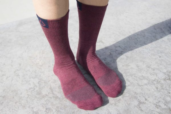 Travel socks in melange red with cushioning and Dogma logo