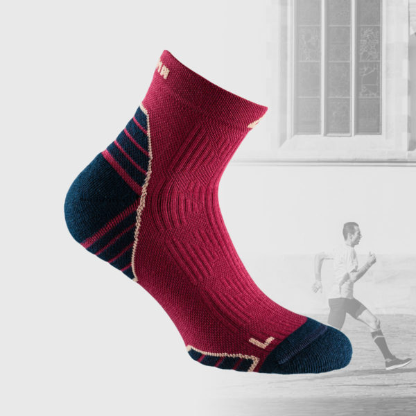 running socks in magenta color with dark blue toe and heel