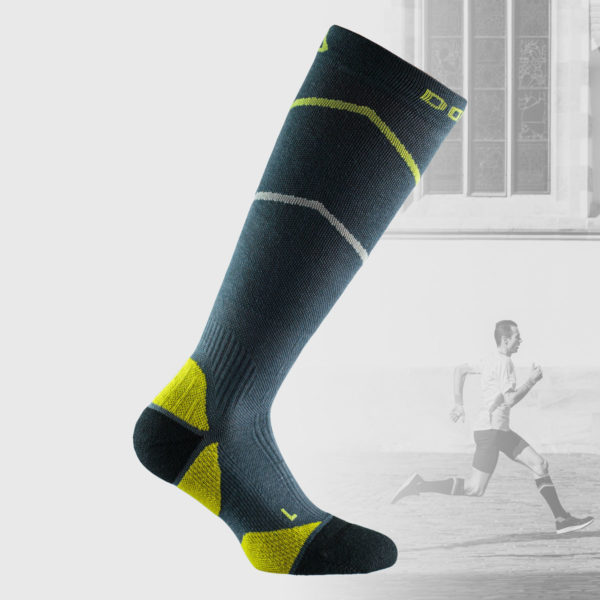 Grey compression socks with small details in yellow color